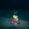 サンタさん、海底カプセルで充電中